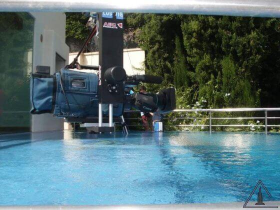 Kamera über Pool am TV-Kran